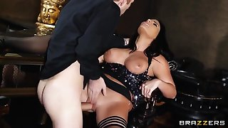 Glamourous sexy MILF Tara Blows sucks it in every direction dry