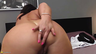 Mature big ass mom with hungry ass together with pussy