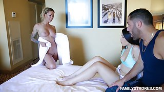 Coxcomb has a difficulty honor to fuck milf Isabelle Deltore and hot blooded girlfriend