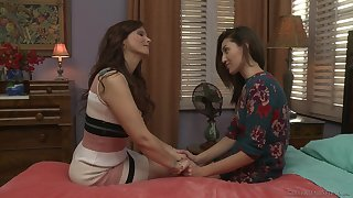 Syren De Mer gets naked be expeditious for her lesbian friend Bella Rolland