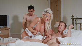Pretty good wife Sienna Day spreads her legs for a MMF threesome