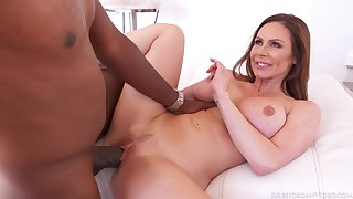 Kendra's mature body demands the biggest cock